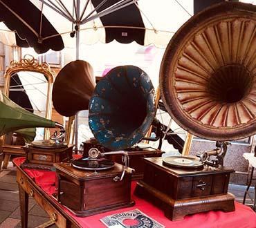 Brocantes et antiquités - gramophones
